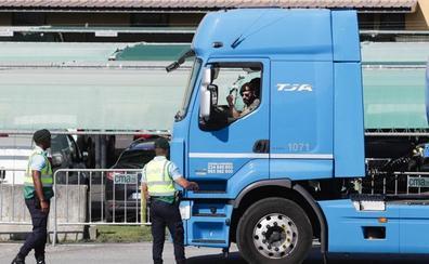 El Ejército y las fuerzas de seguridad portuguesas reabastecen las gasolineras