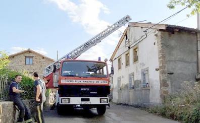 La intervención de un bombero fuera de servicio salva varias viviendas en Prioro