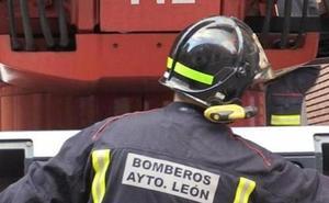 Los Bomberos controlan un fuego en unos residuos en el Polígono de Onzonilla