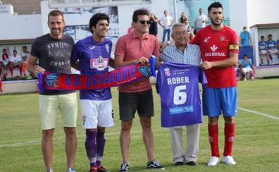 La Bañeza homenajea a Rober y se luce ante el CD Benavente