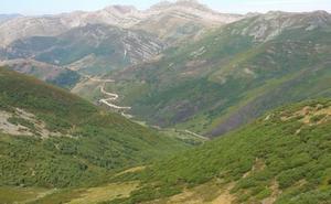 Denuncian la apertura de una nueva carretera en Babia que 'rompe' una de las «escasas áreas vírgenes» de la montaña leonesa