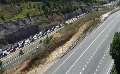 El vuelco de una autocaravana en Burgos deja una herida leve y provoca retenciones en la AP-1