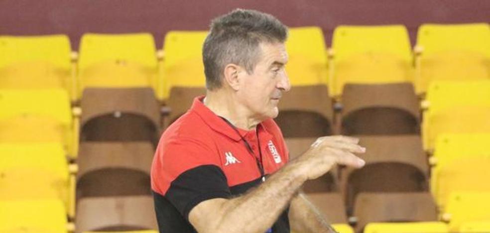 Cadenas destaca la «disposición y competitividad» del Ademar en torneo Viseu