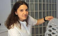 Muere la joven diseñadora leonesa Elena Zapico en un accidente de tráfico en la plaza madrileña de Cibeles