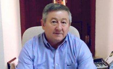Tomás Alonso denuncia el «estado indignante» de las telecomunicaciones y las carreteras del municipio