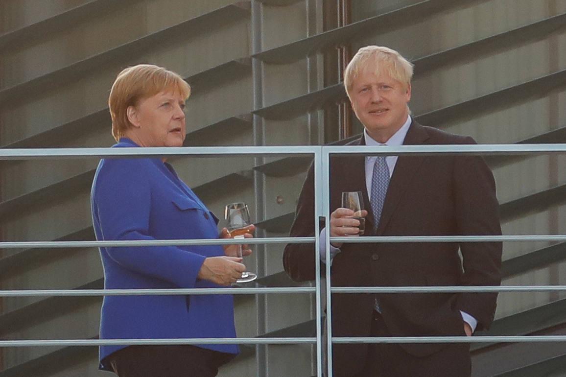 Merkel da un mes a Johnson para pactar sobre Irlanda