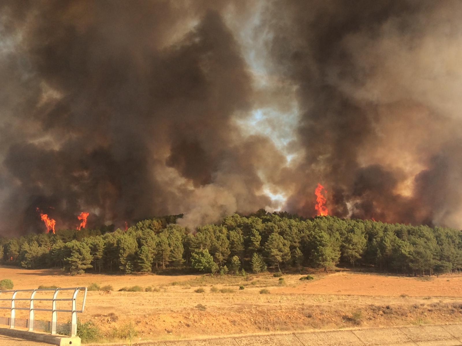 Virulento incendio en Villapadierna