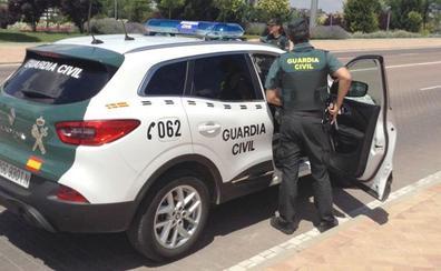 La Guardia Civil detiene a un hombre por robos en una clínica veterinaria y una librería