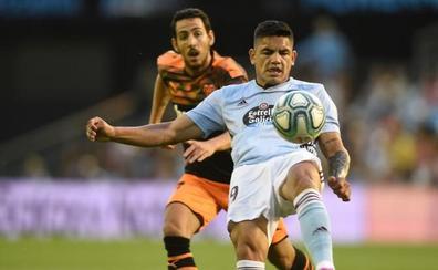 Un gol de tacón del 'Toro' Fernández le da la victoria al Celta