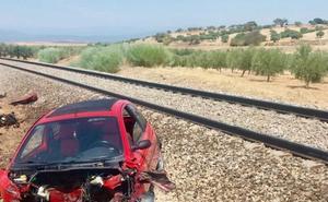 Dos heridos en Toledo al arrollar un tren a un vehículo averiado en las vías