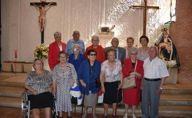 Los quintos del 1929 de Benavides de Órbigo se reúnen en una emotiva jornada con misa en la Ermita y una comida