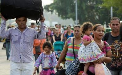 Unos 1.400 venezolanos pasan de Colombia a Ecuador por un pequeño paso de 2 días