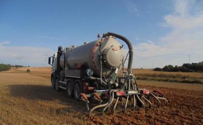 Las granjas generan purines para abonar el 20% de la superficie cultivable de la región