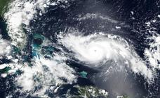Dorian se hace fuerte y amenaza al sureste de EEUU sin impactar en Florida