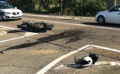 Un motorista resulta herido de gravedad tras chocar contra una furgoneta en Sariegos