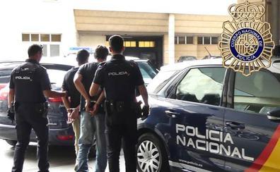 Dos detenidos tras romper una ventana y colarse en el interior de una vivienda de Salamanca