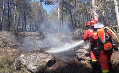 La UME de León se mantiene activa en los incendios forestales de Galicia