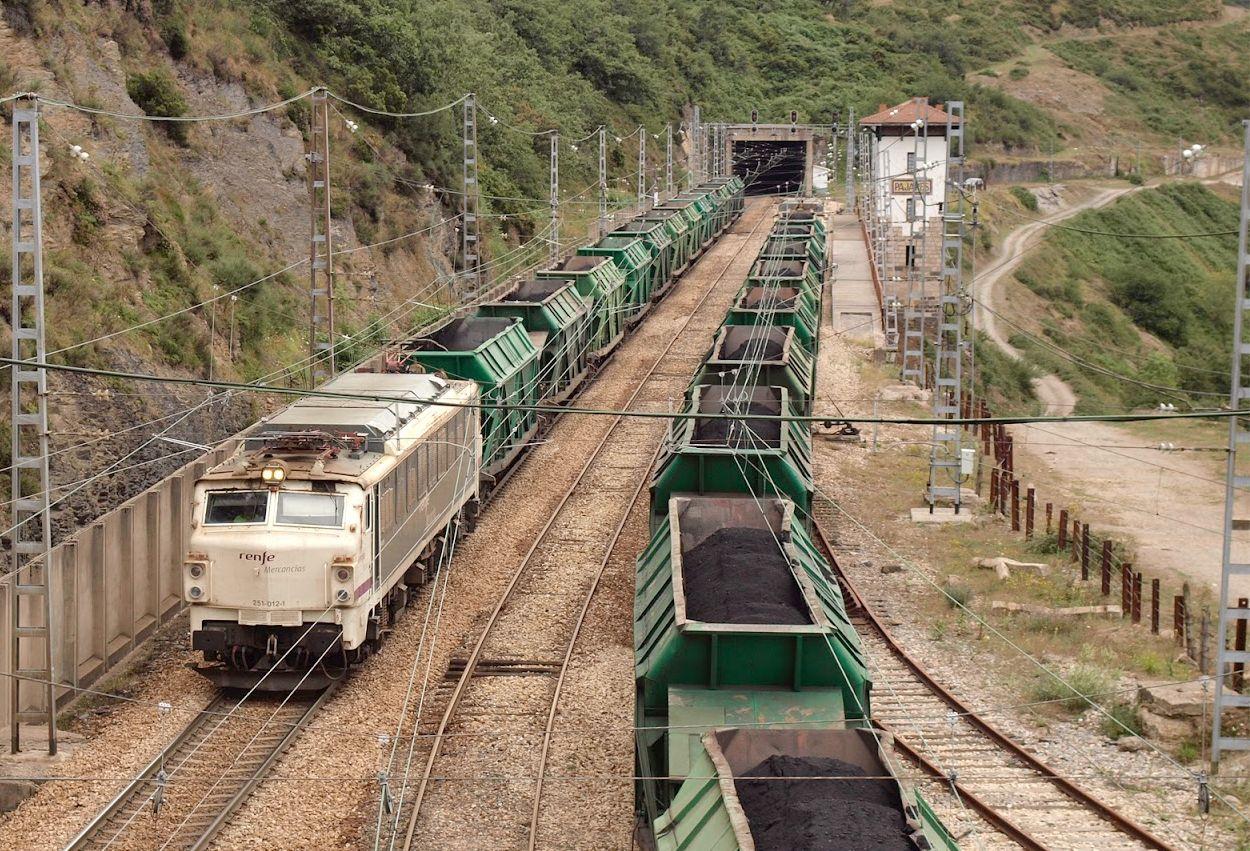 Adif adjudica trabajos de conservación y mantenimiento de un túnel de la línea férrea convencional León-Gijón