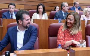 El PSOE acusa a la consejera de Sanidad de asumir el «corta y pega de privatizaciones» del PP