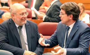Igea niega la fusión de municipios con críticas al PSOE que lo acusa de ser «cierra pueblos»