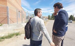 Villaquilambre pavimentará la acera de acceso a la entrada lateral de 'Los Adiles'