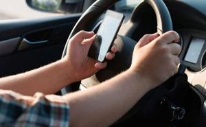 La Policía Local de León realiza una campaña de control de distracciones al volante del 16 al 22 de septiembre