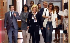 Verónica Casado compromete medidas para «retener» al personal sanitario y la «ineludible» llegada de la radioterapia al Bierzo en esta legislatura