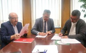 León, Asprona y Cáritas firman un convenio de colaboración para fomentar el reciclaje de ropa usada