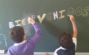 Los pequeños 'cuidan' de los mayores en el Colegio Maristas