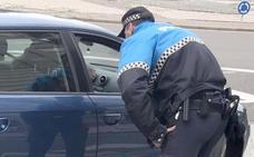 La Policía Local de León inicia este lunes una campaña de control de distracciones al volante