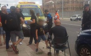 Un conductor arrolla una terraza en Doctor Fleming dejando un herido y se da a la fuga