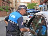 La Policía Local de León inica la campaña de control de distracciones al volante