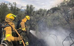 Las brigadas extinguen cinco incendios en la provincia y controlan otro más durante el domingo