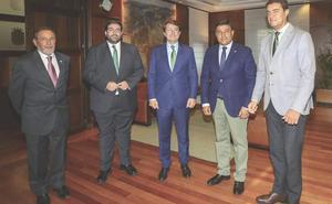 Mañueco admite que los plazos para implantar la unidad de radioterapia en Ponferrada no son «los esperados»