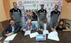 Las residencias de mayores DomusVi y el Abanca Ademar firman un acuerdo de colaboración