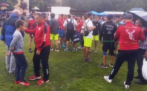 La lluvia suspende el corro de la Liga de Verano de Manzaneda de Torío