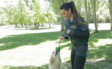 La leonesa Marta Pérez: jugar con perros para salvar vidas