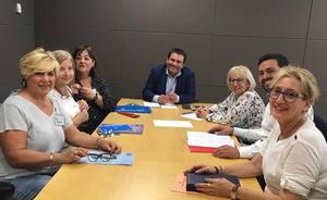 El PSOE en las Cortes se reúne con el sindicate de técnicos de enfermería para conocer sus problemas