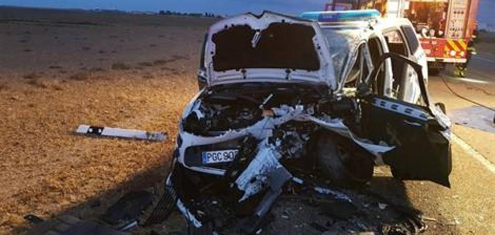 Dos guardias de Tráfico y una conductora heridos graves en una colisión en la N-601, en Villanubla