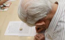 La atención de una persona con alzhéimer de media en León le cuesta a la familia 35.000 euros al año
