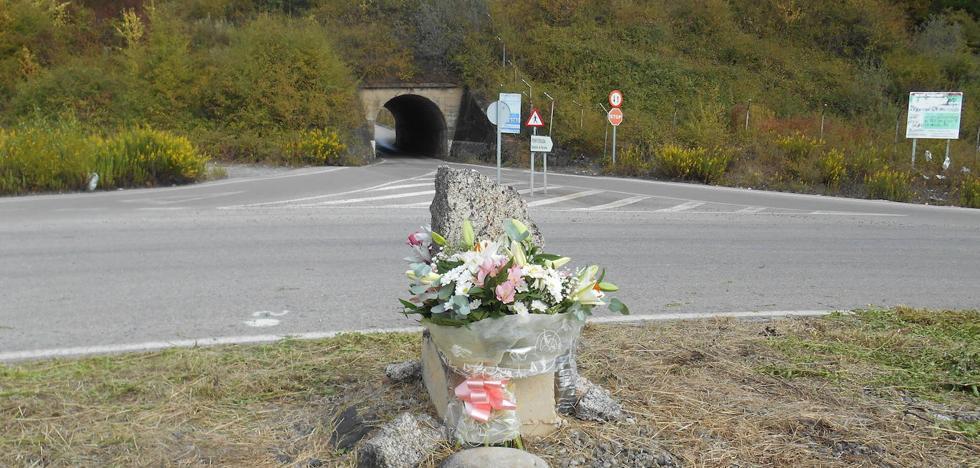 Cs insiste en la reforma del túnel de la avenida del Pantano de Cubillos de Sil 22 años después del trágico accidente