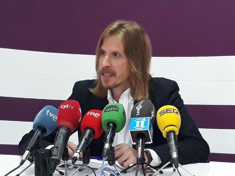 Pablo Fernández muestra su apoyo a los alumnos de Valencia de Don Juan y tilda de «intolerable» su situación