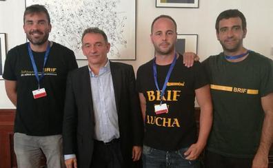 Unidas Podemos apoya a Pablo y califica la sanción de Tragsa como «represión» y «un despropósito»