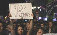 León se tiñe de violeta contra la violencia machista: «La calle y la noche son de las mujeres»