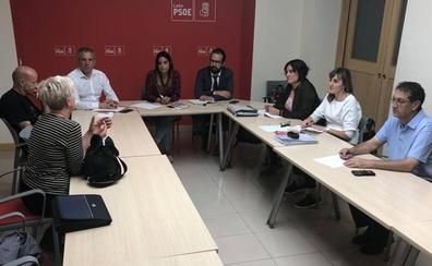 El PSOE muestra su apoyo y compromiso a la Plataforma en Defensa del Taxi Rural frente a la nueva Ley del Transporte