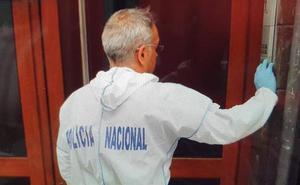 Encuentran el cadáver de un hombre en un piso de Avilés que presentaba varias puñaladas