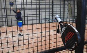 El Ayuntamiento de León oferta 180 plazas de pádel para este curso