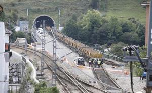 Entra el primer tren en la Variante de Pajares 14 años después del inicio de las obras