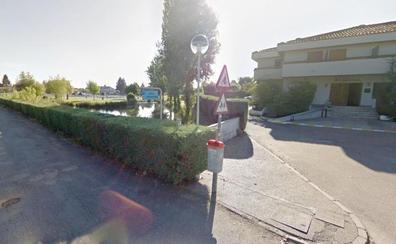 La Guardia Civil investiga la aparición de un cuerpo sin vida en un estanque de la urbanización Valjunco en Valencia de Don Juan