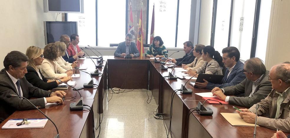 La comisión de coordinación aborda la estructura organizativa de la Delegación de la Junta en León con su nuevo presidente al frente